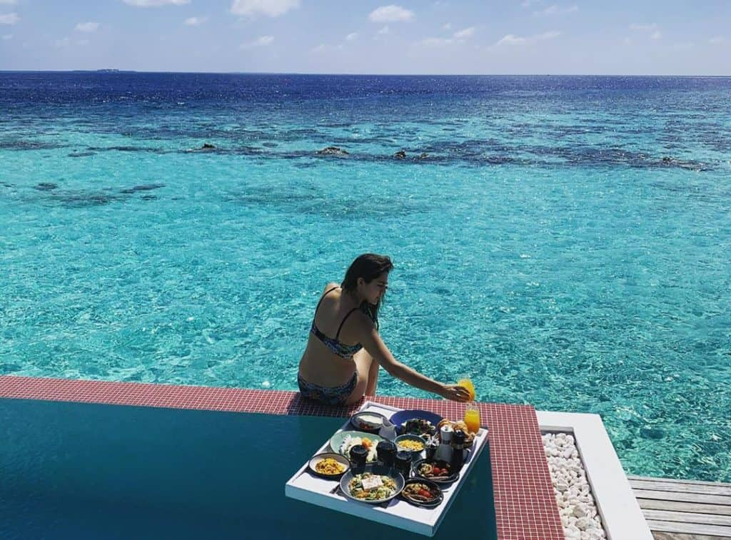 sara-ali-khan-bikini-photo-maldives-beach